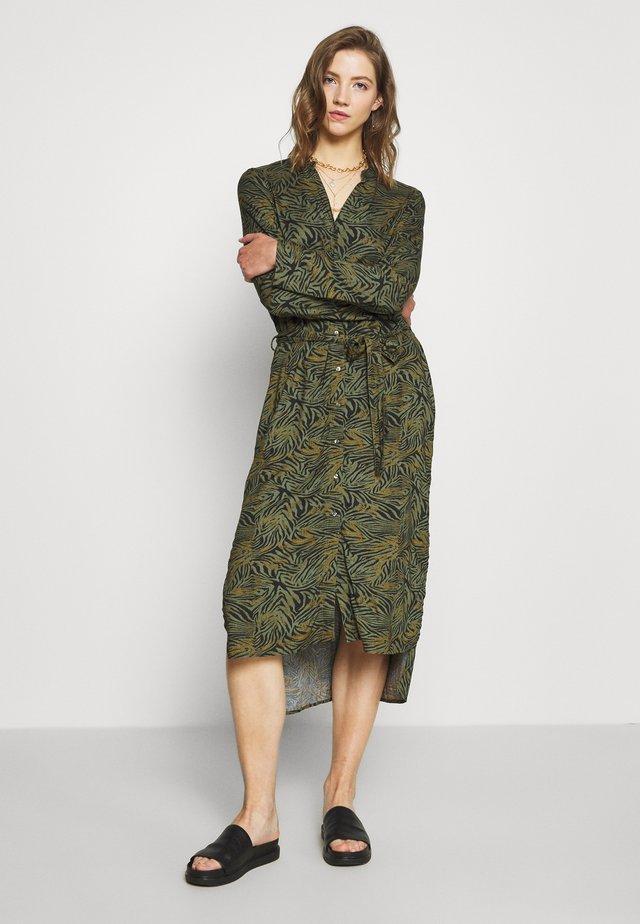 VMSIMONE SLIT DRESS - Shirt dress - beetle