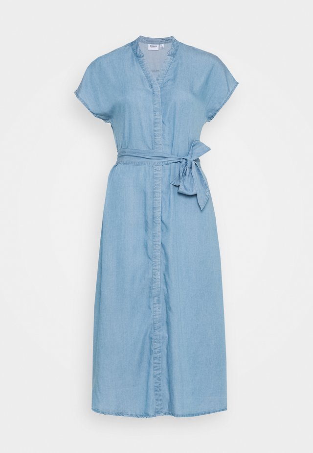 VMSAGA LONG BELT DRESS - Jeanskleid - light blue denim