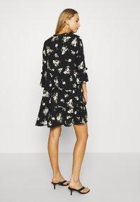 Vero Moda - VMSIMPLY EASY 3/4 WVN G - Korte jurk - black/sandy black - 2