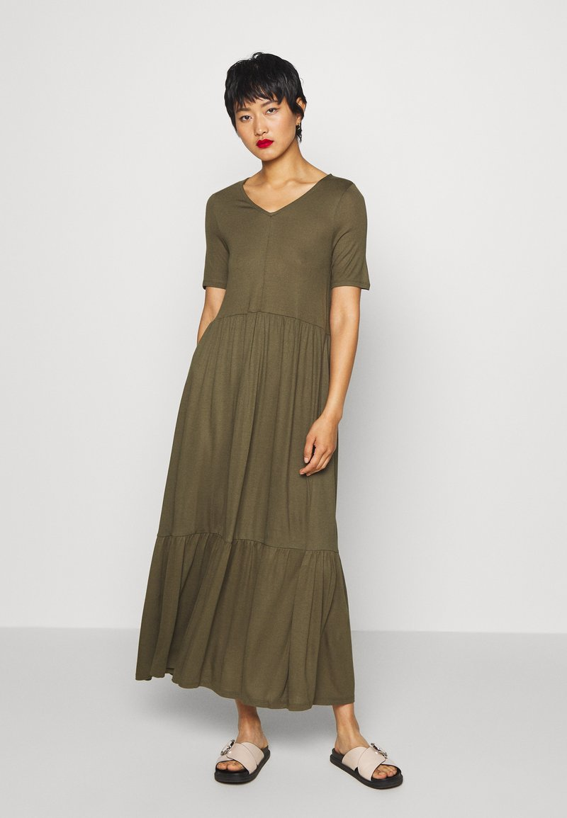 Vero Moda - VMMITSI V-NECK ANCLE DRESS - Maxi-jurk - ivy green