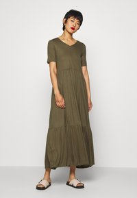 Vero Moda - VMMITSI V-NECK ANCLE DRESS - Maxi-jurk - ivy green - 1