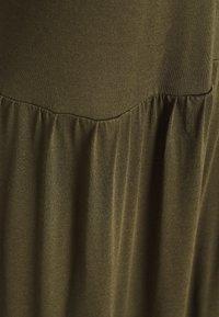 Vero Moda - VMMITSI V-NECK ANCLE DRESS - Maxi-jurk - ivy green - 2