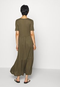 Vero Moda - VMMITSI V-NECK ANCLE DRESS - Maxi-jurk - ivy green - 2