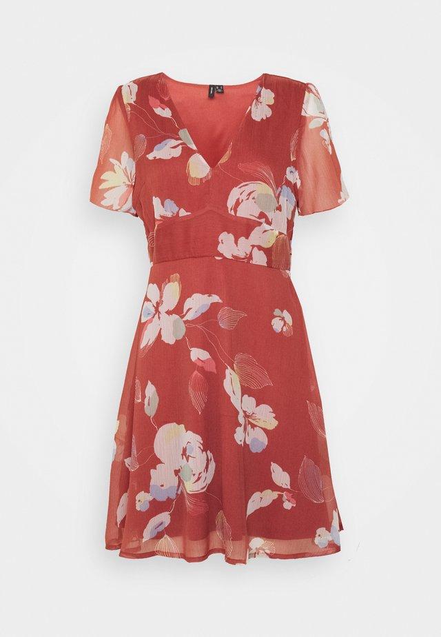 VMFRIDA V NECK DRESS - Korte jurk - marsala