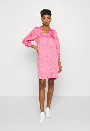 VMMILLA 3/4  DRESS - Vapaa-ajan mekko - chateau rose