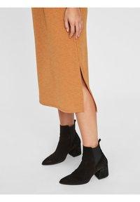 Vero Moda - Vestito di maglina - meerkat - 3