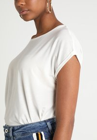 Vero Moda - VMAVA PLAIN - T-shirt basic - snow white - 4