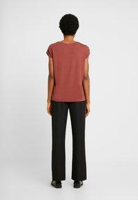 Vero Moda - VMAVA PLAIN - Basic T-shirt - sable - 2