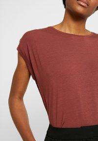 Vero Moda - VMAVA PLAIN - Basic T-shirt - sable - 5
