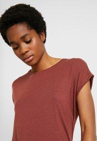 Vero Moda - VMAVA PLAIN - Basic T-shirt - sable - 3