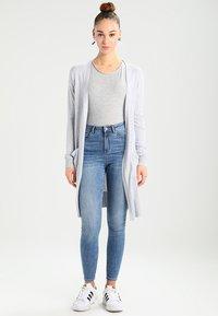 Vero Moda - VMAVA PLAIN - T-shirt basic - light grey melange - 1