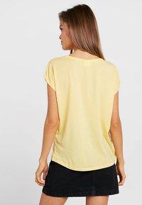 Vero Moda - VMAVA PLAIN - T-shirt basic - yarrow - 2