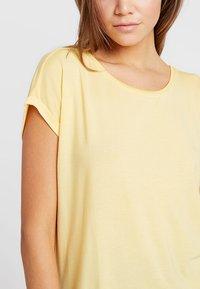 Vero Moda - VMAVA PLAIN - T-shirt basic - yarrow - 4