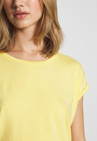 Vero Moda - VMAVA PLAIN - T-shirt basic - banana cream - 4