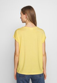 Vero Moda - VMAVA PLAIN - T-shirt basic - banana cream - 2