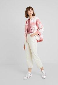 Vero Moda - VMAVA PLAIN - T-shirt basic - mesa rose - 1