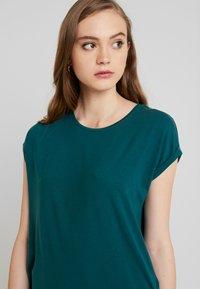Vero Moda - VMAVA PLAIN - Camiseta básica - atlantic deep - 3