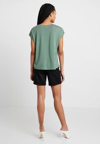 Vero Moda - VMAVA PLAIN - T-shirts - laurel wreath - 2