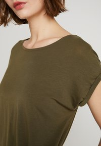 Vero Moda - VMAVA PLAIN - T-shirt basic - ivy green - 4