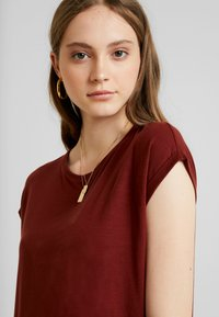 Vero Moda - VMAVA  - T-Shirt basic - madder brown - 4