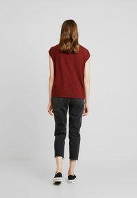 Vero Moda - VMAVA  - T-Shirt basic - madder brown - 2