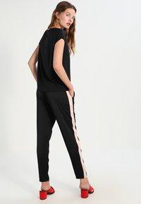 Vero Moda - VMAVA PLAIN - T-shirt basique - black - 2