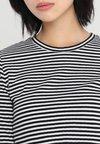 Vero Moda - VMFREJA - Strickpullover - bright white/black
