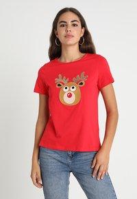 Vero Moda - VMREINDEER CHRISTMAS - T-shirts print - chinese red - 0