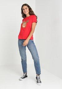 Vero Moda - VMREINDEER CHRISTMAS - T-shirts print - chinese red - 1