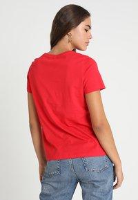 Vero Moda - VMREINDEER CHRISTMAS - T-shirts print - chinese red - 2
