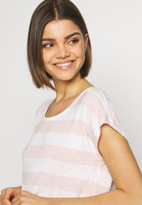 Vero Moda - VMWIDE STRIPE TOP  - T-shirts med print - sepia rose/snow white - 4