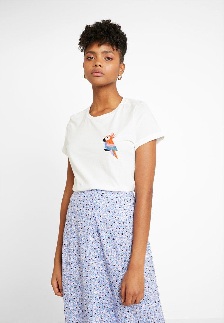Vero Moda - VMBIRD FRANCIS BOX  - T-Shirt print - snow white