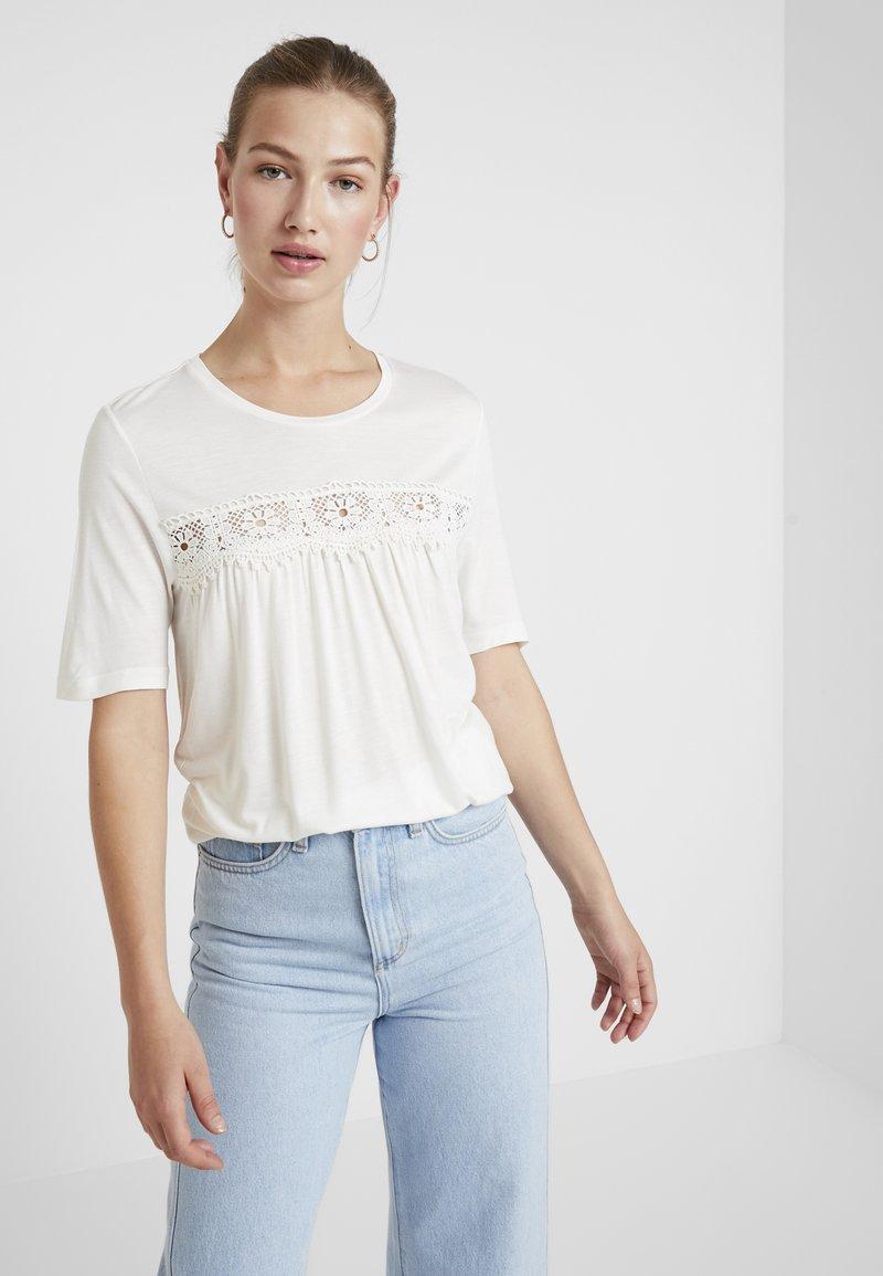 Vero Moda - VMJAYCEE NORMAL DETAIL - Print T-shirt - snow white