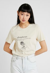 Vero Moda - VMKALOPSIA - T-shirt con stampa - oyster gray/phosphenes - 0
