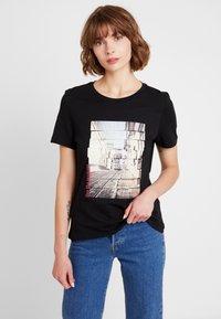 Vero Moda - VMCORLIS OLLY BOX - T-shirt med print - black - 0