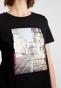 Vero Moda - VMCORLIS OLLY BOX - T-shirt med print - black - 5
