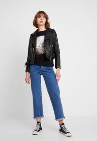 Vero Moda - VMCORLIS OLLY BOX - T-shirt med print - black - 1