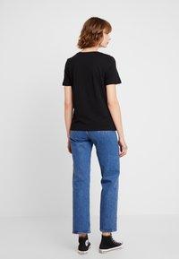 Vero Moda - VMCORLIS OLLY BOX - T-shirt med print - black - 2