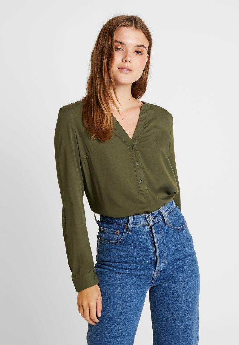 Vero Moda - VMAMELIA BUTTON - Bluse - ivy green