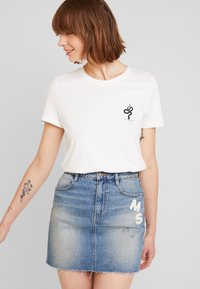 Vero Moda - VMCOMO FRANCIS - Camiseta estampada - snow white - 0
