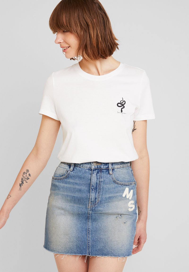 Vero Moda - VMCOMO FRANCIS - Camiseta estampada - snow white