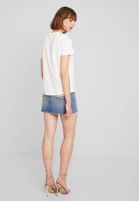 Vero Moda - VMCOMO FRANCIS - Camiseta estampada - snow white - 2