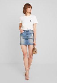 Vero Moda - VMCOMO FRANCIS - Camiseta estampada - snow white - 1