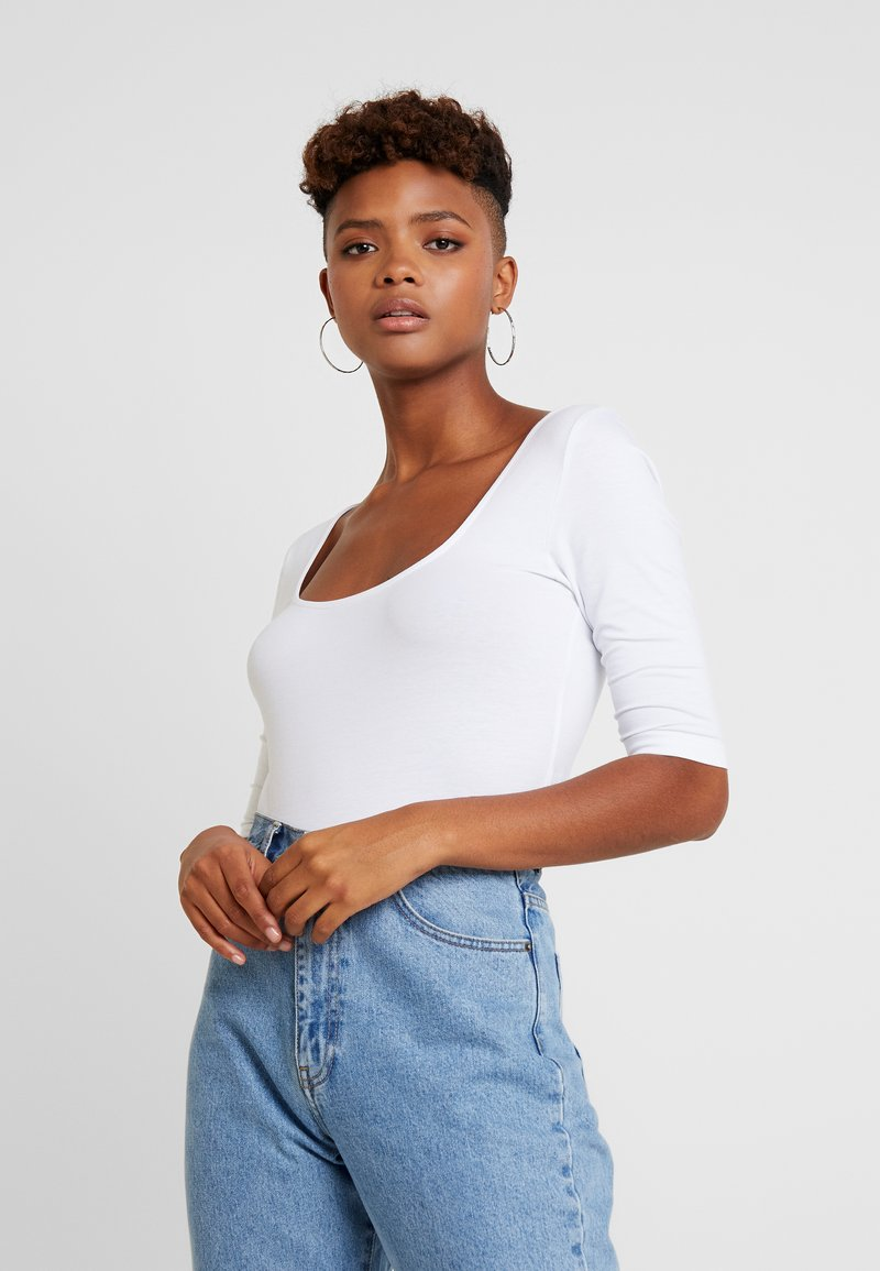 Vero Moda - VMPANDA CROSS  - T-shirt med print - bright white