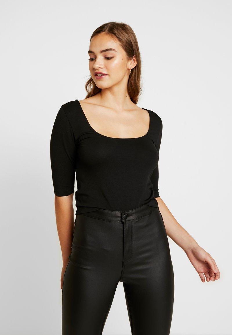Vero Moda - VMPANDA CROSS  - T-shirt imprimé - black