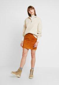 Vero Moda - VMAVA LULU ROLLNECK BLOUSE - Camiseta de manga larga - birch - 1