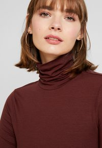 Vero Moda - VMAVA LULU ROLLNECK BLOUSE - Long sleeved top - madder brown - 4