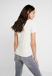 Vero Moda - VMANJA - T-shirts med print - birch - 2