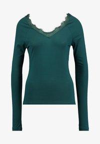 Vero Moda - VMMERIDA V-NECK BLOUSE - Langærmede T-shirts - ponderosa pine - 3