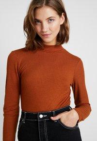 Vero Moda - VMWILMA  HIGH NECK - Top sdlouhým rukávem - caramel café - 5